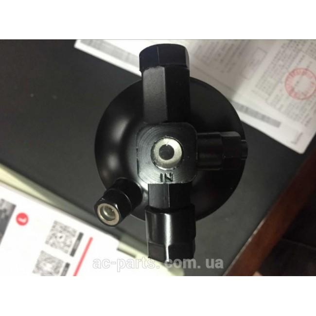 """Ресивер вертикальный, высота 265 мм, диаметр 76 мм, вход-6/8"""" Male O-Ring, выход 3/8"""" Female O-Ring, New Holland"""